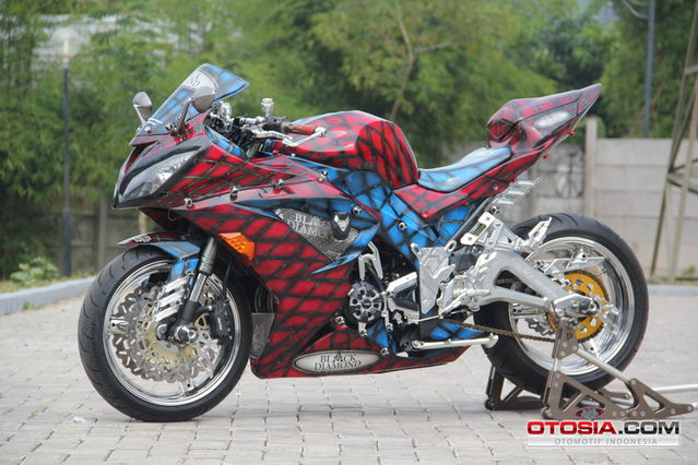 Modifikasi-Ninja-250-Chrome-Spiderman