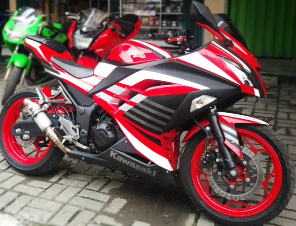 modifikasi-ninja-250R-fi-merah-4